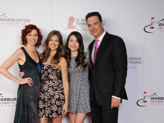 "The cast of Patrick Warburton's new NBC sitcom, ""Crowded,"" at the Saturday Soiree. From left to right: Carrie Preston, Mia Serafino, Miranda Cosgrove and Patrick Warburton."