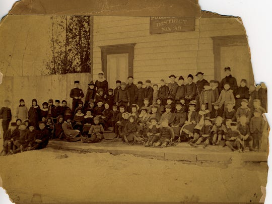 Class photo from the Lyndhurst in the 1880s.