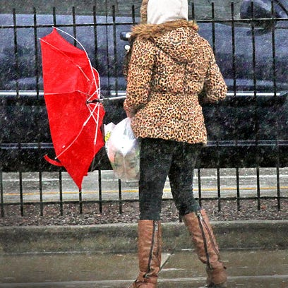 The weather service say a cold front from moving into the state Monday could bring winds of 25 to 35 mph with gusts up to 45 mph.