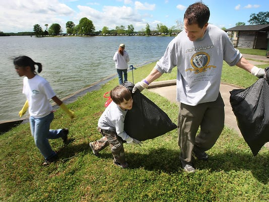 Volunteers spend day cleaning up around Percy Priest Lake