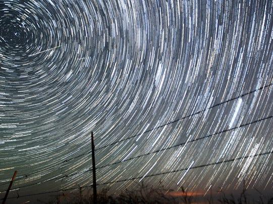 METEOR SHOWER ALERT 1400502859000-AP-APTOPIX-Perseids-Meteor-Showser