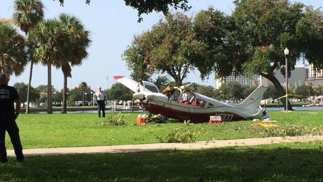 Small plane made an emergency landing at Vinoy Park in St. Petersburg all onboard survived