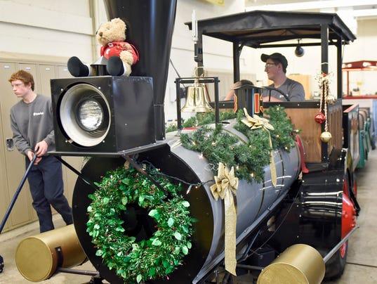 cpo-mwd-110916-Santas-train