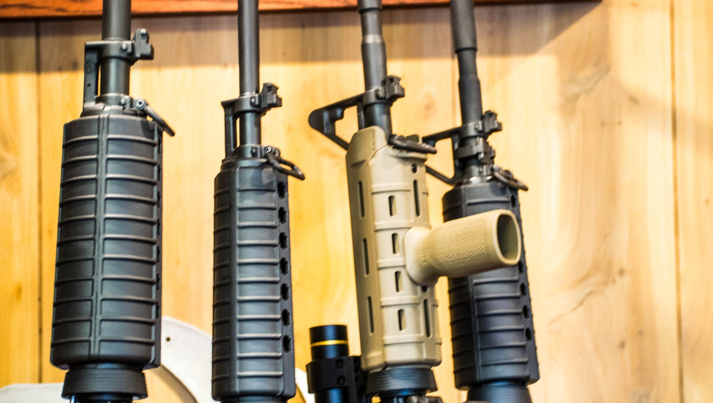 Illinois town bans assault weapons, will fine those who keep them
