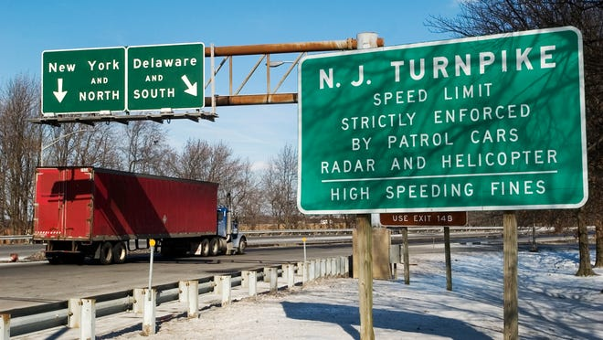 The New Jersey Turnpike's exit 4 exchange, Friday, Feb. 16, 2007 in Mount Laurel. DOUGLAS M. BOVITT/ Courier-Post
