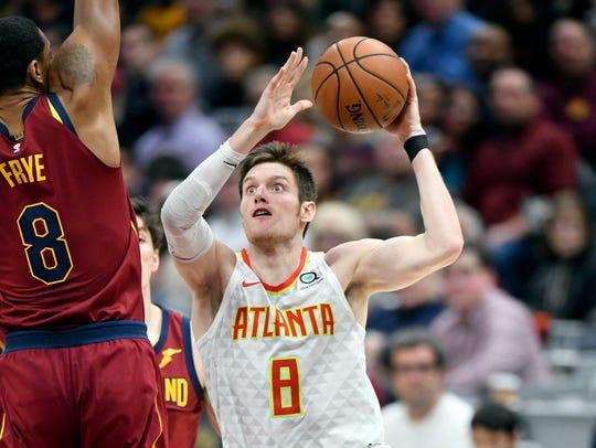 Atlanta Hawks forward Luke Babbitt drives against Cleveland