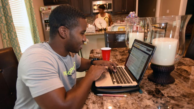 Christopher Mahone works on his Masters in Business Administration form his home in Shreveport through LSUS's online MBA program.