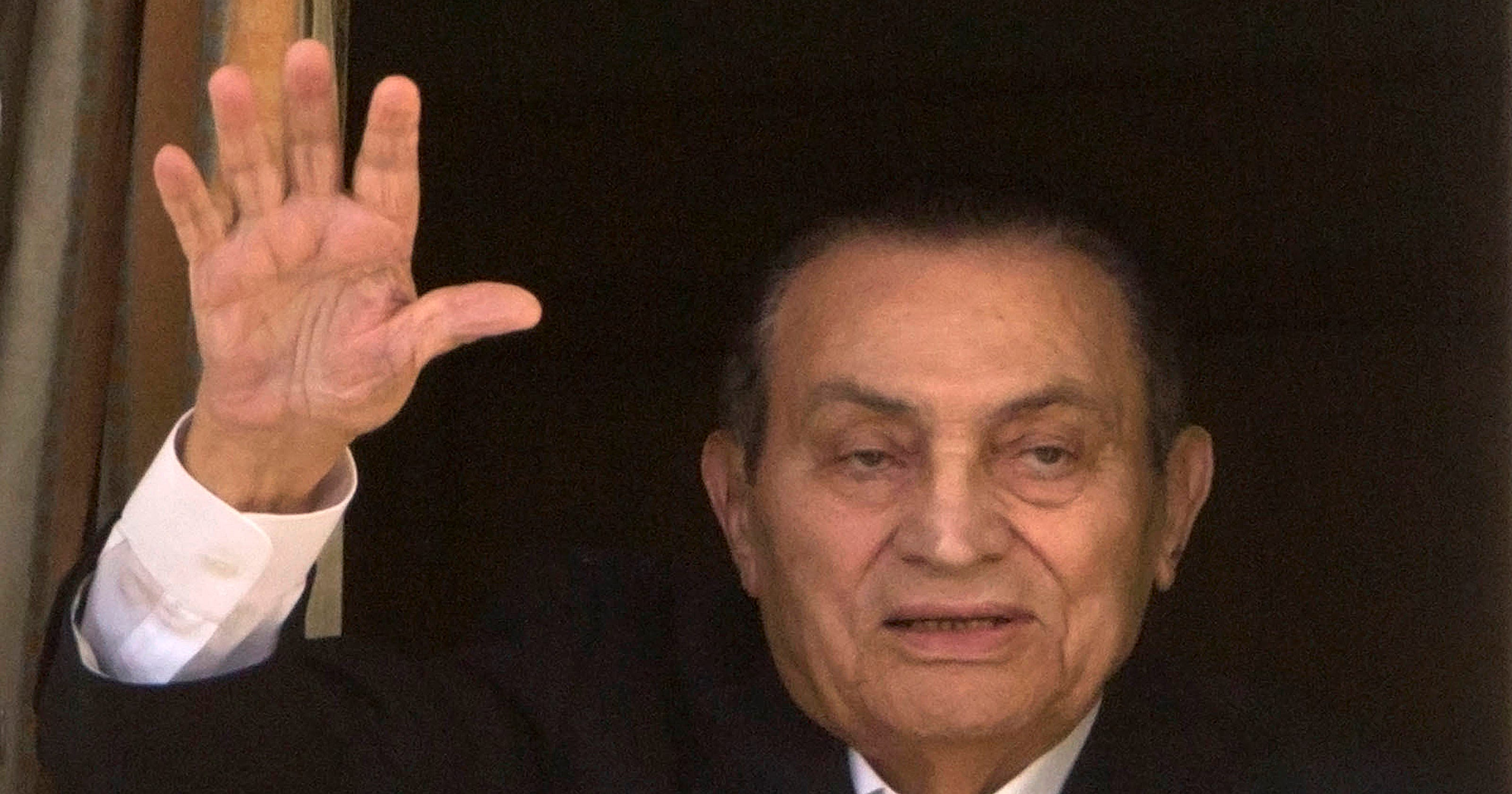 hosni mubarak freed from detention egypt official says