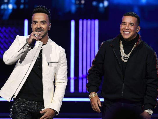 Luis Fonsi (L) and Daddy Yankee (R) perform onstage