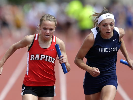 Grace Hartman, of Wisconsin Rapids Lincoln fights for inches near the finish line with Lucy Fashingbauer, of Hudson, the 2016 State Track & Field Championships Friday, June 3, 2016 at the University of WisconsinÐLa Crosse in La Crosse, Wis. Danny Damiani/USA TODAY NETWORK-Wisconsin