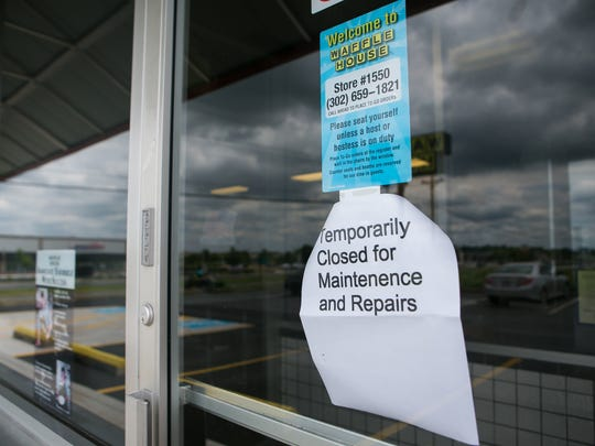 """Customers walk away after reading the posted sign stating that the Waffle House in Smyrna is """"temporarily closed for maintenance and repairs"""" after a video shows a rodent at the establishment."""