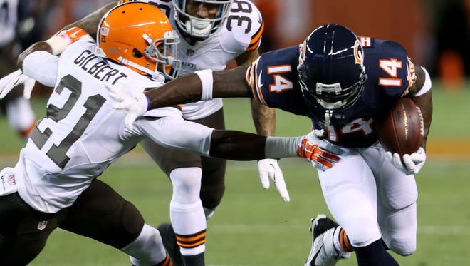 Chicago Bears wide receiver Santonio Holmes (14) gets away from Cleveland Browns cornerback Justin Gilbert (21) and defensive back Aaron Berry (38) for a touchdown during the second quarter at FirstEnergy Stadium.