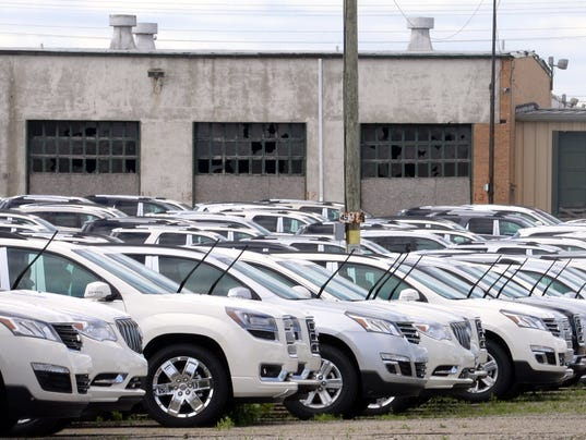 635495239428240024-GM-parking-lot-4.jpg-2-1-6P7LN2GD-L434458424