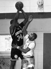 Southside's Eldrick Leamon plays against J.L. Mann Jan. 25, 1994.