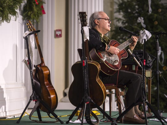 Paul Asbell performs at the First Congregational Church