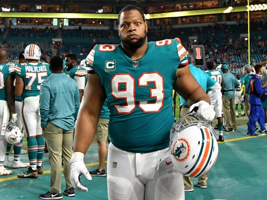 Miami Dolphins defensive tackle Ndamukong Suh (93)