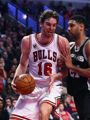Pau Gasol (16) had 18 points and 13 rebounds for the Bulls.