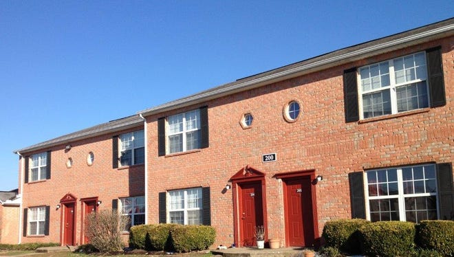 Real estate investment and management firm Freeman Webb assumed management of 450 apartment units at four complexes, including 130 units at Greentree Pointe apartments in Lebanon.