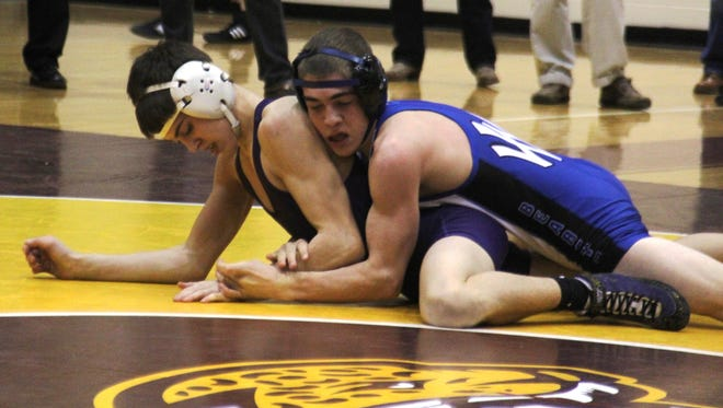 Ryan Moore of Walton-Verona, top, and Brady Wells of Campbell County in the 113 final.