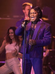 "James Brown, then 67, sings ""I'm Back"" to open his show at Potawatomi Bingo Casino on April 17, 2001. This photo was published in the April 18, 2001, Milwaukee Journal Sentinel."