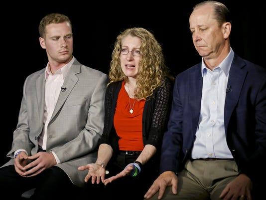 AP FRATERNITY HOUSE-DEADLY FALL A USA NY