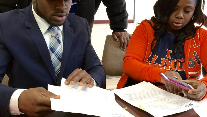 Pearl-Cohn's Ke'Shawn Vaughn signed with Illinois Wednesday.