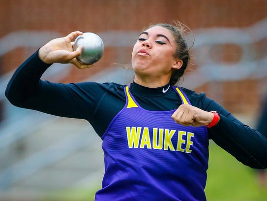 Waukee's Kat Moody throws during the girls' 4A shot