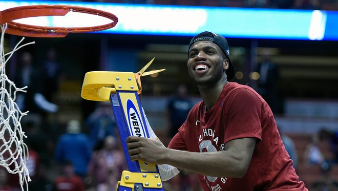 Oklahoma Sooners guard Buddy Hield (24) cuts the net and celebrates the 80-68 victory against Oregon Ducks to win the West regional final of the NCAA Tournament.