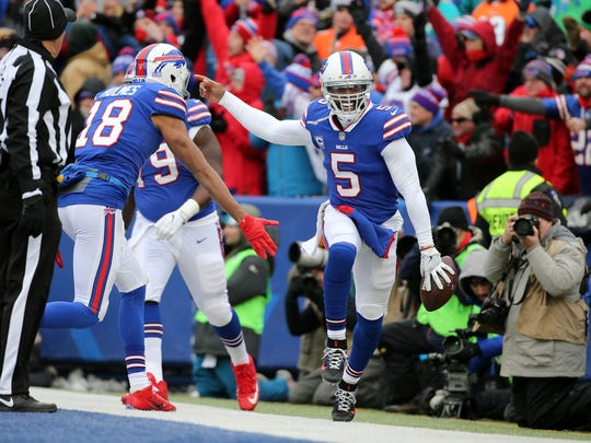 Bills quarterback Tyrod Taylor celebrates his 9-yard touchdown run against the Dolphins in a 24-16 Buffalo win.