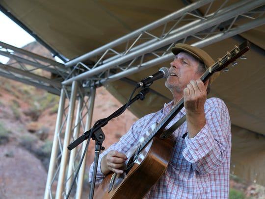 Severin Browne performs during the 2016 Zion Canyon