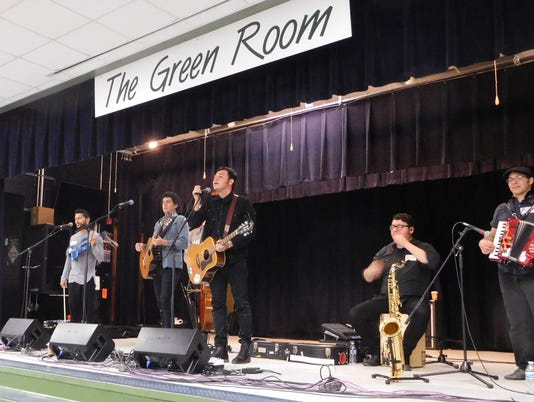 636571398808168306-Orkesta-Mendoza-performs-for-students-at-Fort-Braden-school.jpg