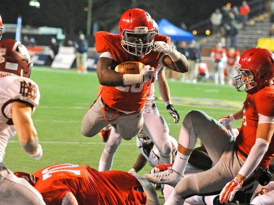 Brentwood Academy's Prince Momodu dives for the 2-point conversion to tie the DII-AA BlueCross Bowl and force overtime.
