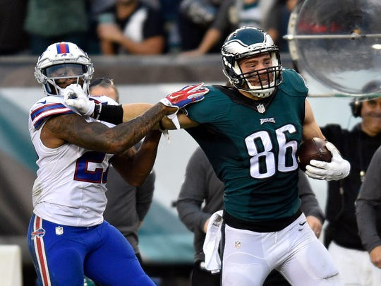Philadelphia, PA, USA; Philadelphia Eagles tight end Zach Ertz (86) runs after the catch as Buffalo Bills strong safety Duke Williams (27) attempts to make the tackle in the fourth quarter at Lincoln Financial Field.