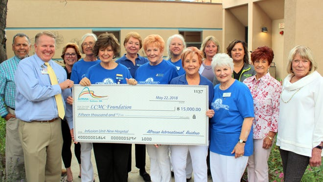 A symbolic oversized check was presented to mark the donation. From left are the LCMC Foundation members Danny Gonzales, Todd Oberheu, Susan DiMotta, Suzanne Dennehy, Christel Dalton-Griego (LCMC Infusion Manager), Betty Leonard and Becky Brooks. Others pictured are with Altrusa International of Ruidoso.