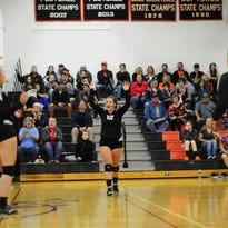 Desaray DeSnyder (12) and the Mariners celebrate a point against Lakeview on Oct. 13, 2016.