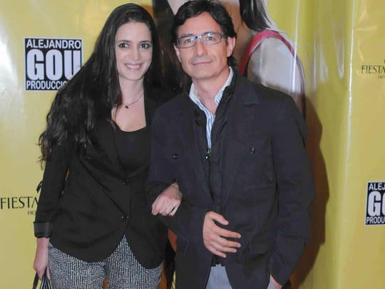 Roberto Gómez Fernández y su esposa Kristel.