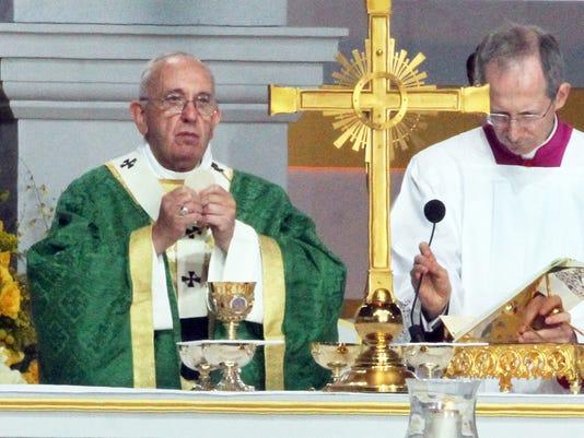 Papal Mass 2_rg