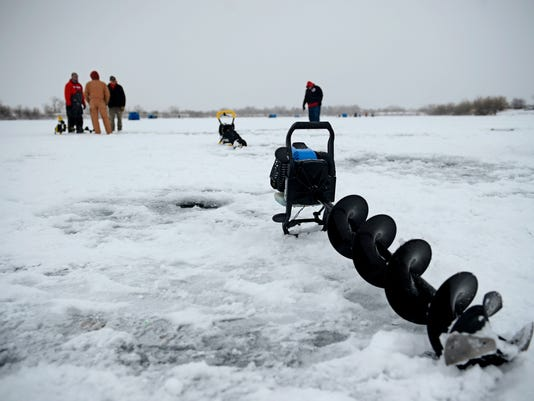 -01042014_Ice Fishing-B.jpg_20140104.jpg