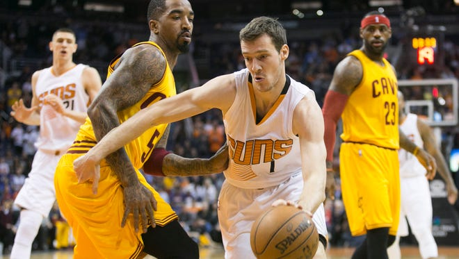 Suns guard Goran Dragic drives to the basket as the Cavs' J.R. Smith and Lebron James look on during the first half of their NBA game at US Airways Center in Phoenix on Jan. 13, 2015.