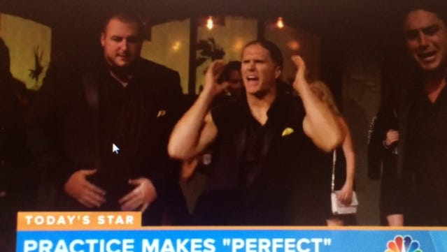 """""""Pitch Perfect 2"""" director Elizabeth Banks raves about some Green Bay Packers players' singing in the new film."""