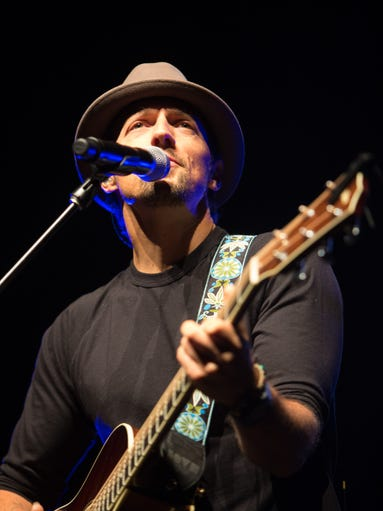 Jason Mraz performs with Raining Jane Monday, March