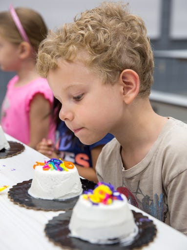 Cake Decorating Classes Des Moines : 18 photos: Cake creating class in West Des Moines
