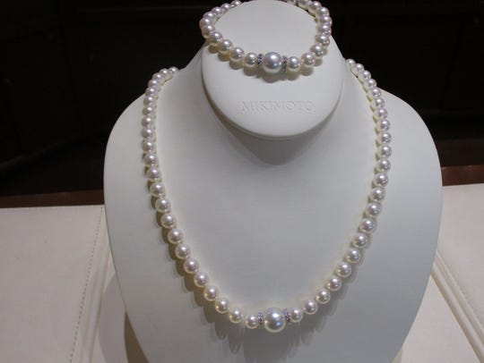 Mikimoto pearl nechlace and matching bracelet with