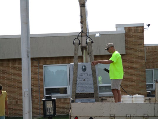 636676264508452861-Memroail-granite-to-Joseph-Lauer-being-lifted-onto-the-Eastern-HIgh-site.JPG