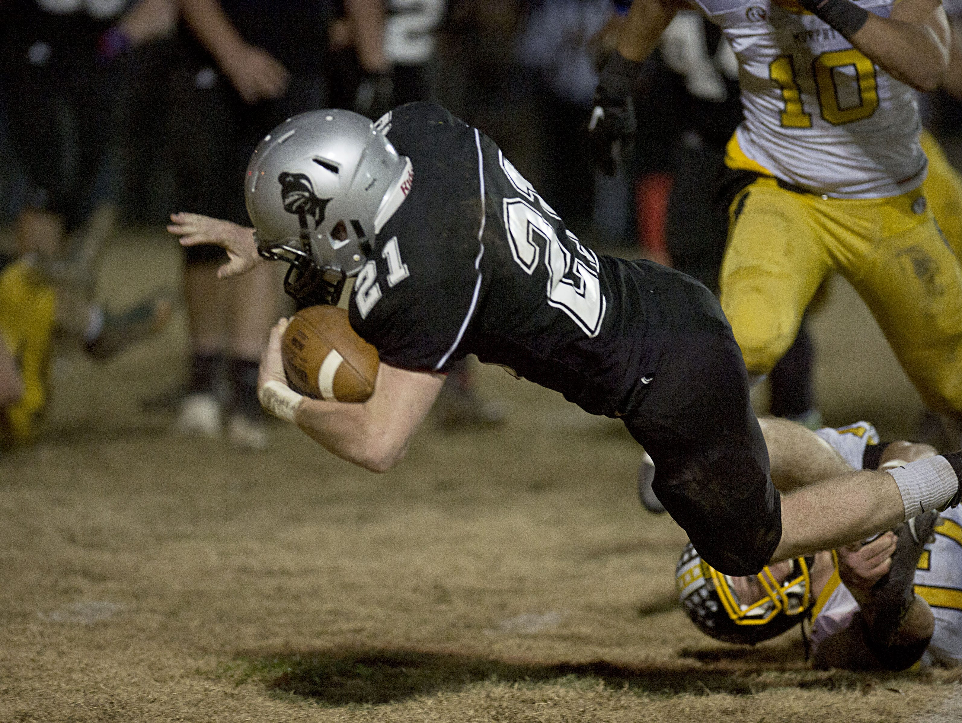 Ian Wiggins (21) and Robbinsville travel to the Community School of Davidson on Friday.