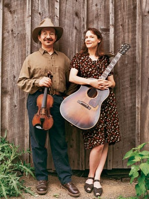 Jay Ungar and Molly Mason perform Saturday for The Cornell Contra Dance Club.