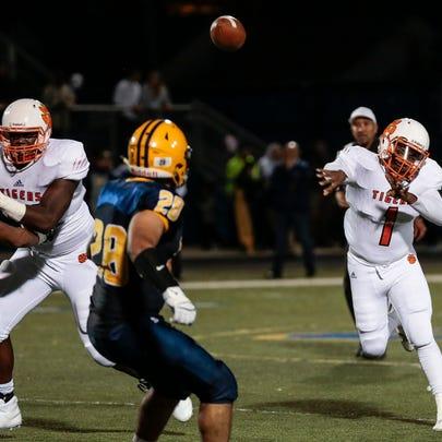 Belleville quarterback  Christian Dhue-Reid (10) makes