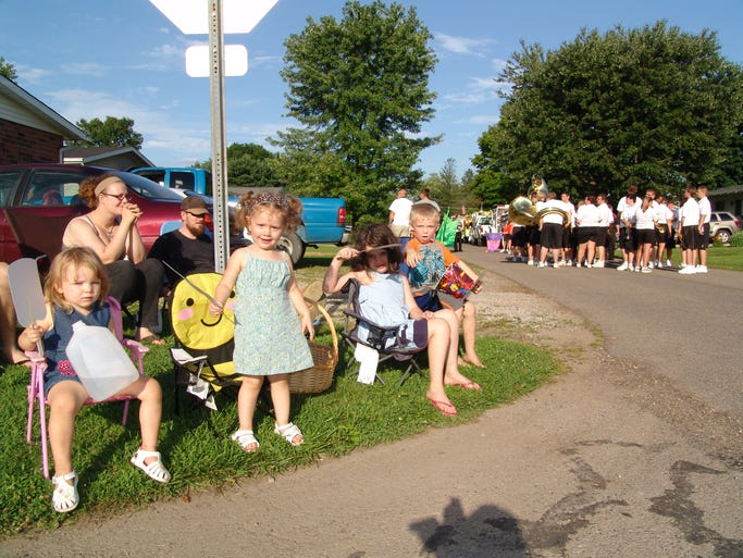 Harley Meek, 3, Lira Palmer, 2, Ezri Palmer, 6 and Brayden Schupbach, 5 gather with family to watch the West Lafayette Homecoming parade.