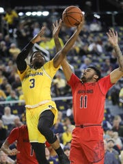 Michigan guard Zavier Simpson drives against Maryland