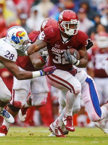 Oklahoma Sooners running back Samaje Perine (32) runs